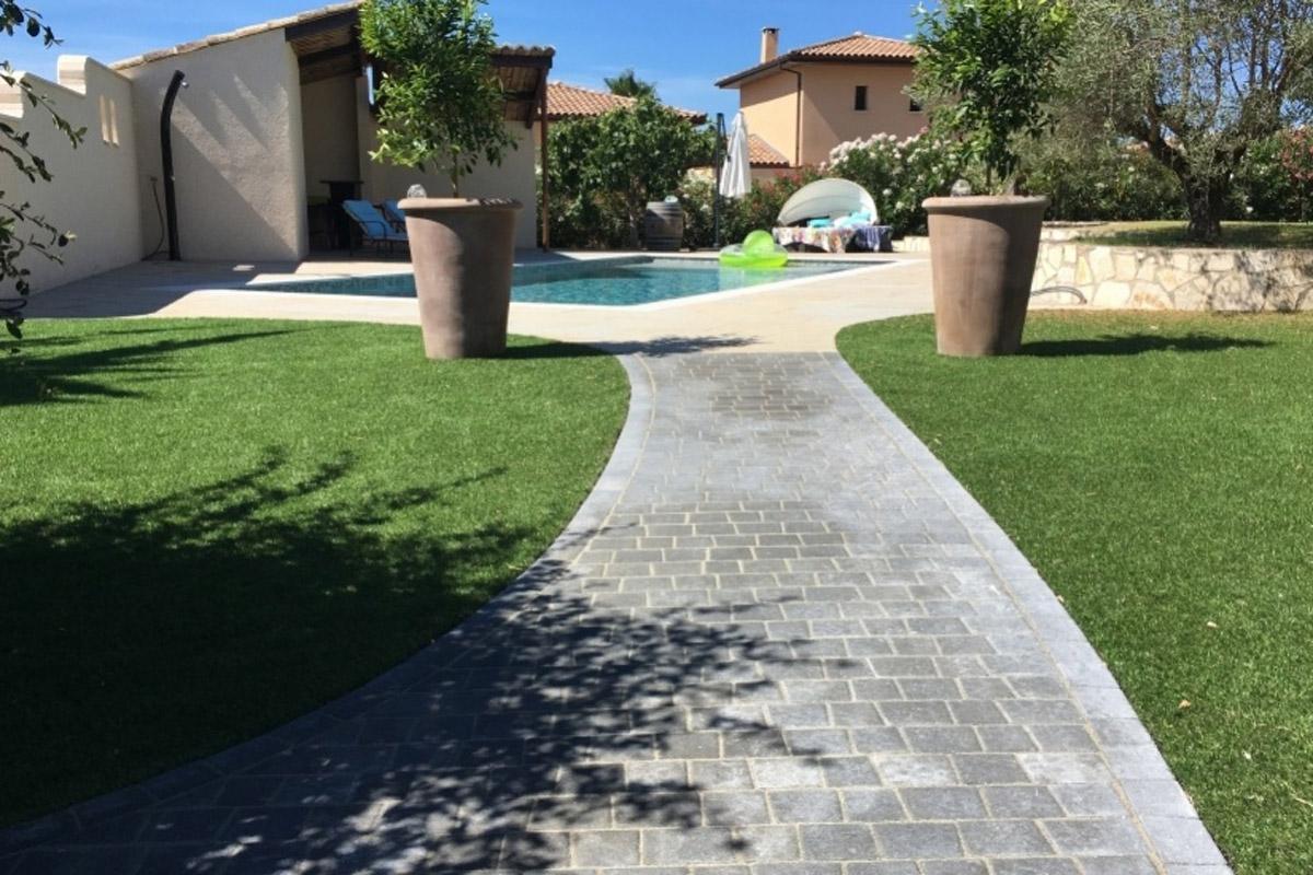 Camino de jard n con adoquines daniel moquet for Pavimentos de jardin