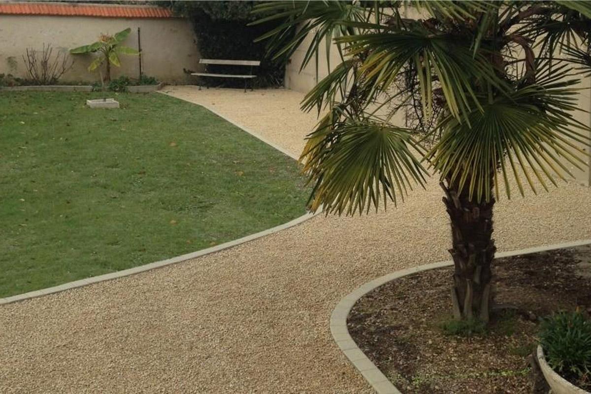 Camino de jard n con estabilizador de grava daniel moquet for Pavimentos de jardin