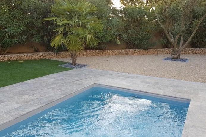 Entorno de piscina con baldosas de exterior daniel moquet - Baldosas para piscinas ...